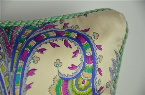Sierkussen paisley mint/paars met piping